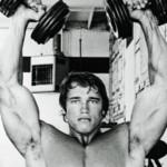 Arnold Press voor schouders als Schwarzenegger