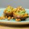 Zoete aardappel recept met avocado en kikkererwten